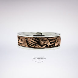 Distinctive west coast art style features the bald eagle hand engraved in contrasting gold ring